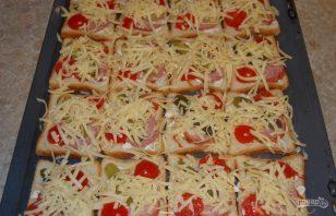 Бутерброды горячие с колбасой и сыром - фото шаг 5