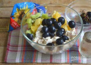 Салат с курицей, авокадо и киви - фото шаг 6