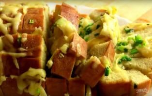 Хлеб, запеченный с сыром и чесноком - фото шаг 6