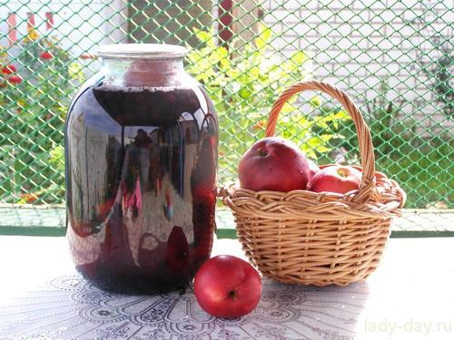 Компот из яблок и черноплодной