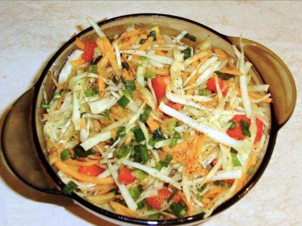 Салат витаминный из капусты и моркови калорийность