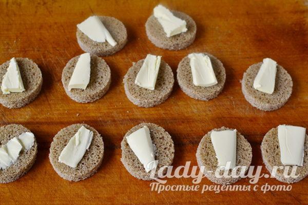 смазать хлеб маслом