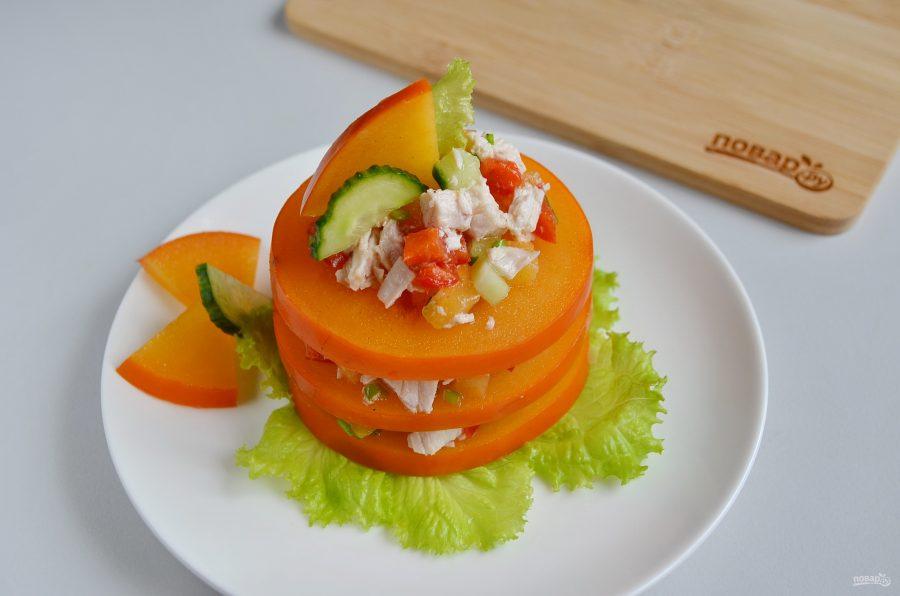 Слоеная закуска-салат из хурмы с курицей