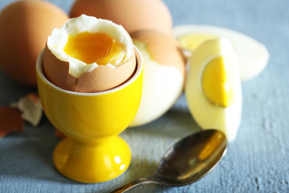 Правильно приготовленное яйцо с жидким желтком