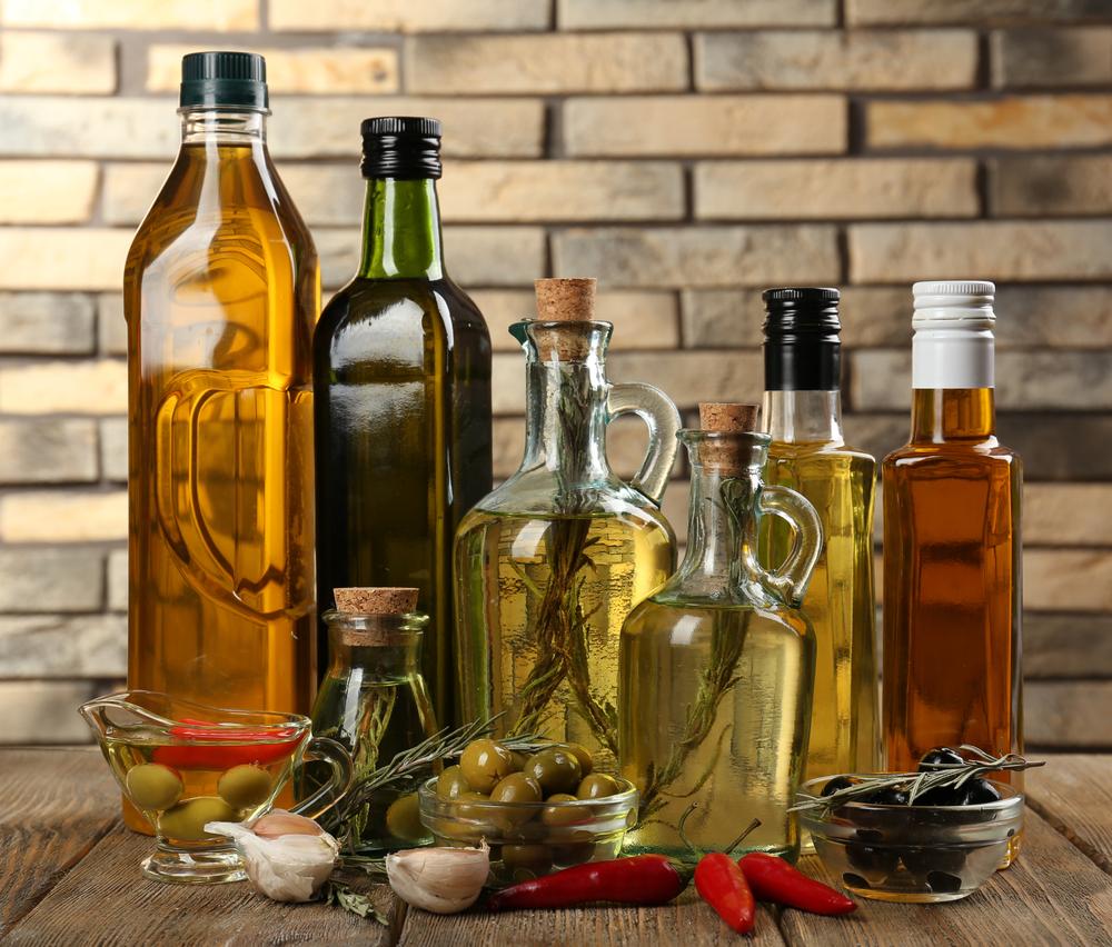 Чистка посуды оливковым маслом и белым уксусом