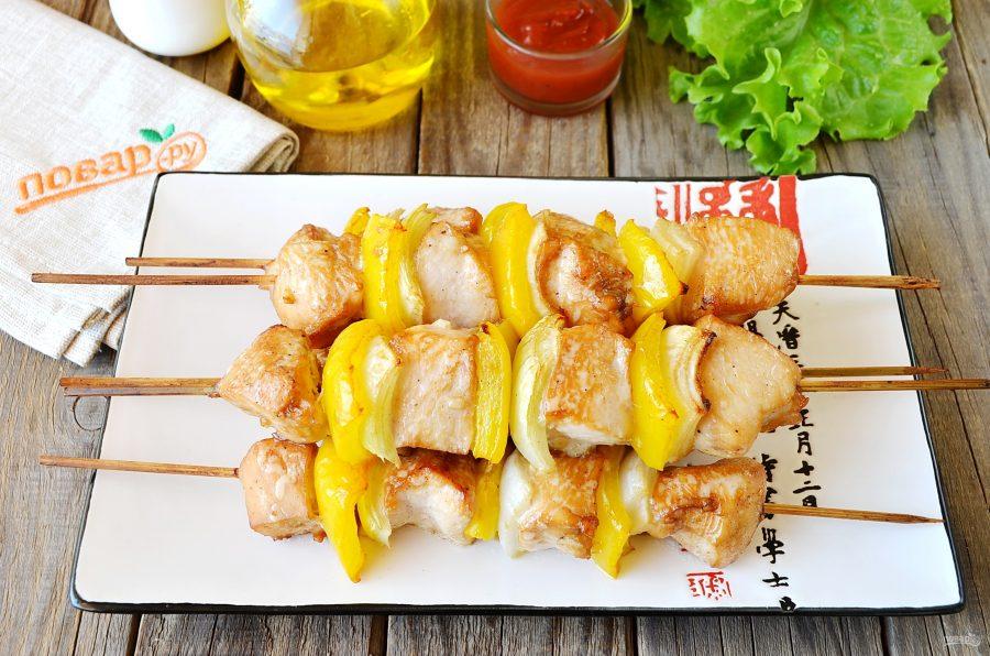 Шашлыки из курицы в меду с овощами