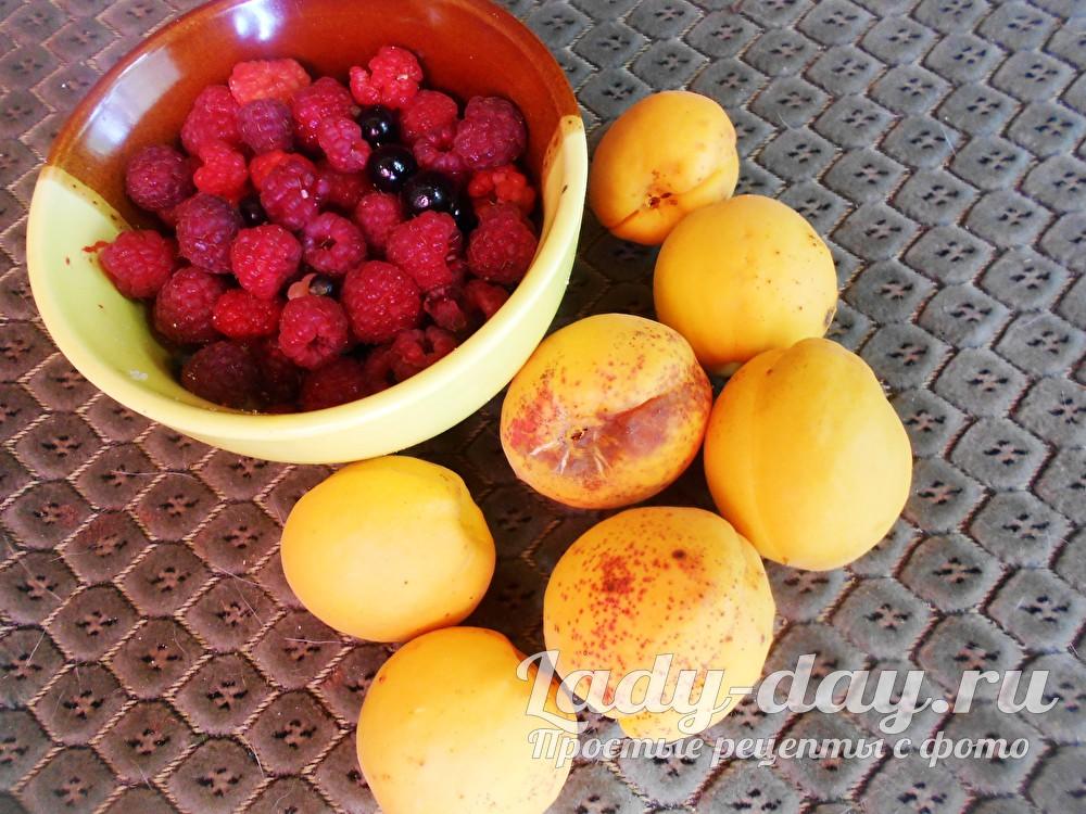 абрикосы и ягоды