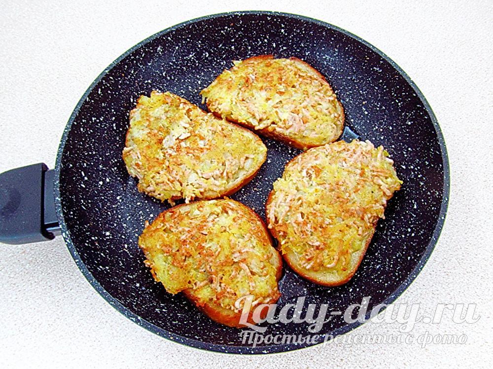 горячие бутерброды с картошкой на сковороде