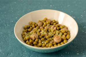 Салат из цукини, шампиньонов и зеленого горошка - фото шаг 4