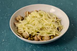 Салат из цукини, шампиньонов и зеленого горошка - фото шаг 5