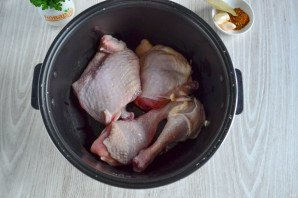 Курица в собственном соку в мультиварке - фото шаг 2