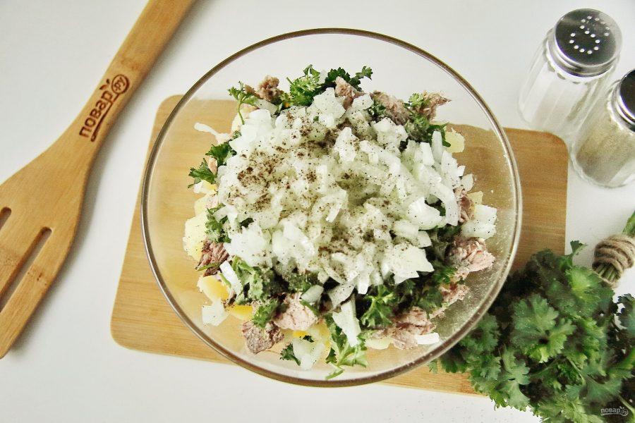 Салат с вареным картофелем и рыбой