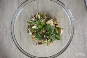 Салат с грибами - фото шаг 4
