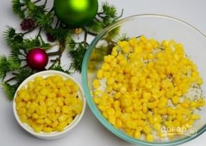 Салат с кукурузой, рисом и копченой скумбрией - фото шаг 4