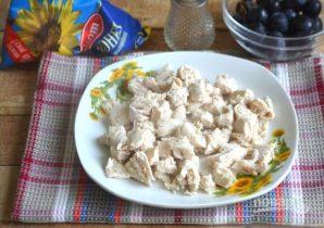 Салат с курицей, авокадо и киви - фото шаг 5