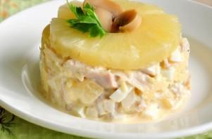Салат с курицей, шампиньонами и ананасом - фото шаг 6