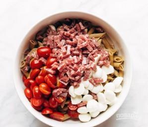 Салат с сыром и колбасой - фото шаг 4