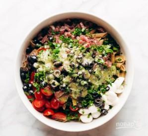 Салат с сыром и колбасой - фото шаг 7