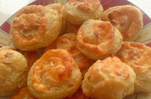 Слоеные булочки с сыром - фото шаг 3
