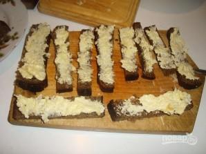 Гренки из черного хлеба с сыром - фото шаг 7