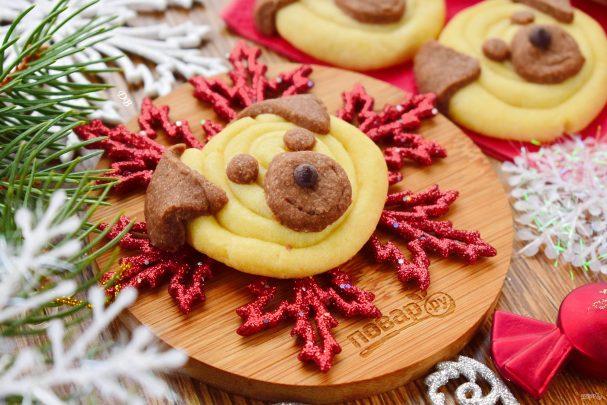 Новый год Желтой Cобаки: мокрые поцелуи и мясо на кости
