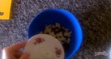 Салат с фасолью и сухариками за 5 минут - фото шаг 2