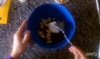 Салат с фасолью и сухариками за 5 минут - фото шаг 3