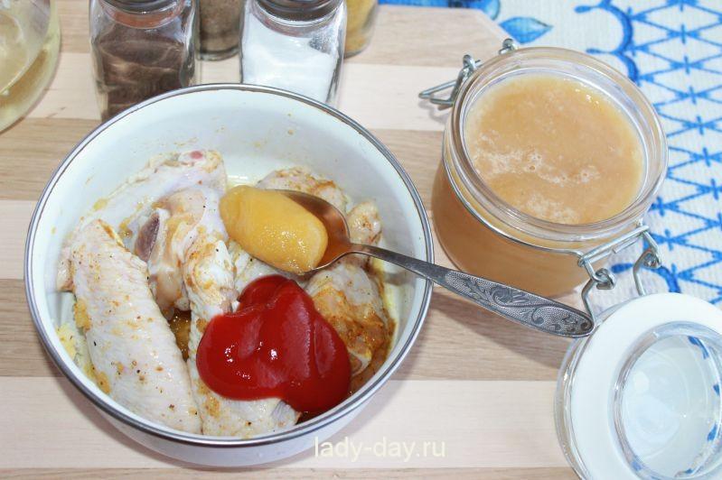 Куриные крылышки с томатным соусом и медом