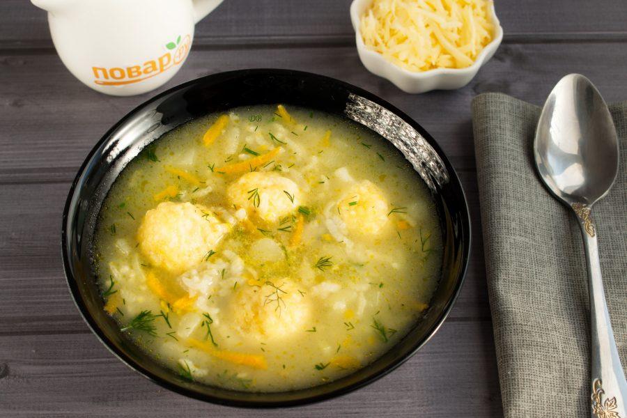 Рисовый суп с сырными клецками
