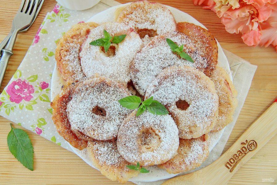 Яблоки в тесте на десерт