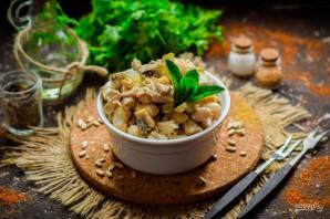 Салат с грибами, курицей и фасолью - фото шаг 8
