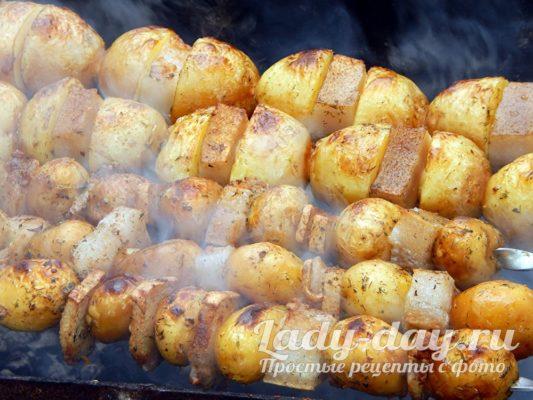 картошка с салом на шампурах