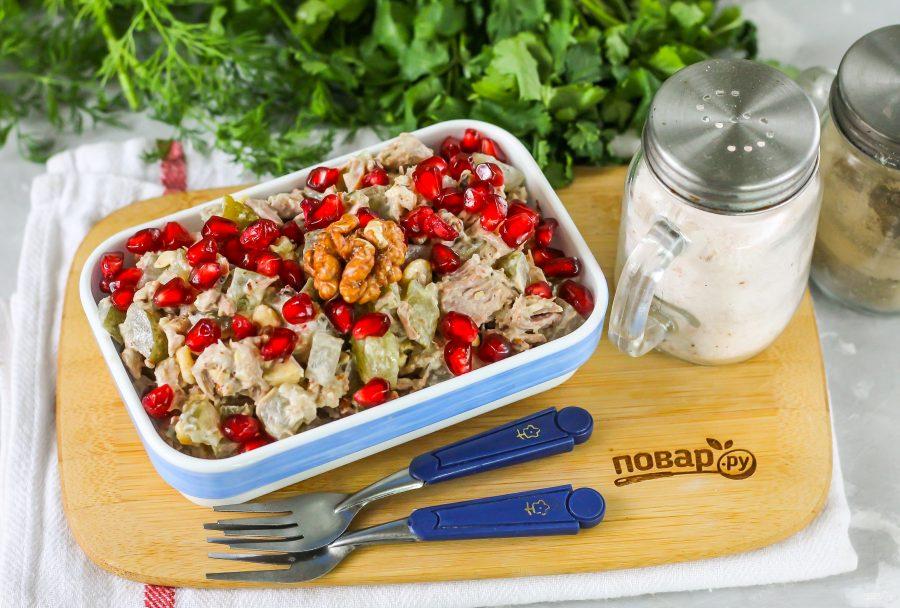 Салат с мясом, гранатом и грецкими орехами