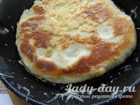 сырные лепёшки на сковороде