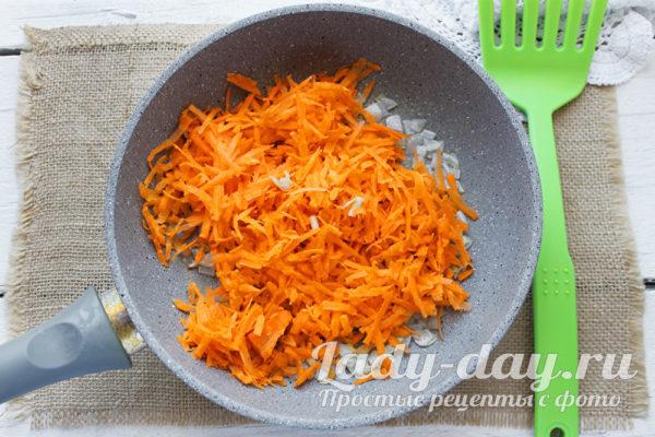 жарить морковь