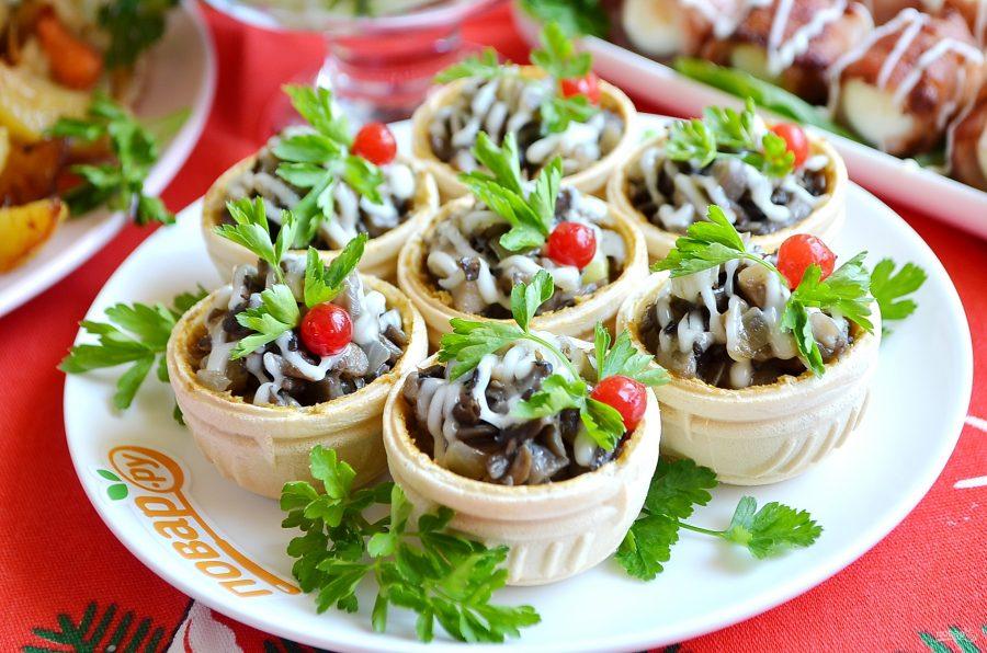 Грибной салат в тарталетках