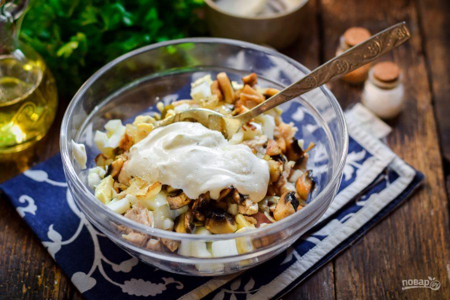 Как приготовить салат с курицей, ветчиной и грибами