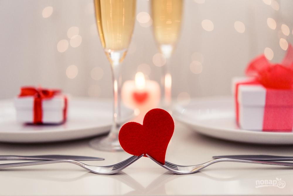Как украсить стол ко Дню Влюбленных