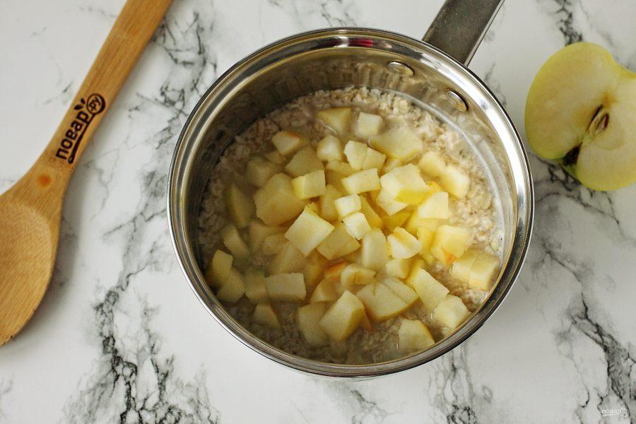 Ингредиенты для овсяной каши с яблоком
