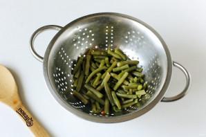 Салат из стручковой фасоли с колбасой - фото шаг 3