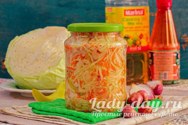 Салат из капусты на зиму с болгарским перцем, морковью и луком в банке