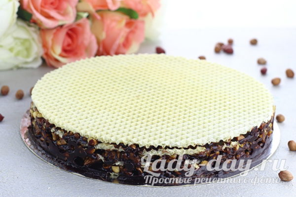 Вафельный торт Грильяж с медом и орехами