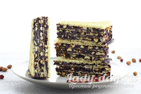 вафельный торт с орехами и медом
