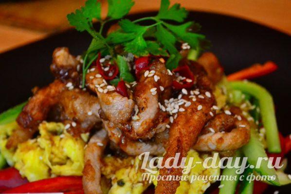 японский салат со свининой