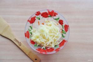 Салат из редьки, яблока и моркови - фото шаг 4