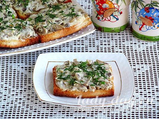 закуска из шампиньонов на хлебе