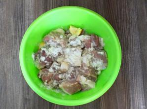Шашлык в маринаде из соды - фото шаг 4