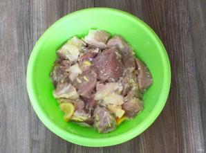 Шашлык в маринаде из соды - фото шаг 5