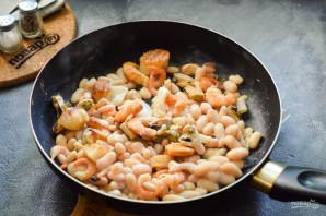 Фасоль с морепродуктами - фото шаг 5