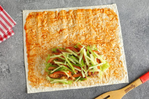 Сэндвич ролл с курицей - фото шаг 7
